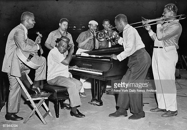 Pianist Count Basie and his band with singer Joe Williams rehearse for the Daily News Jazz Festival at Madison Square Garden