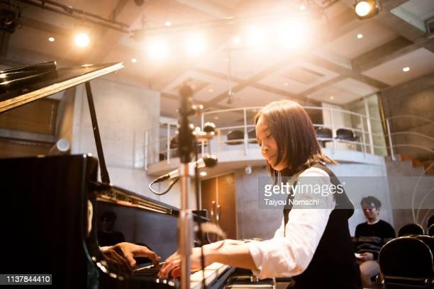 pianist enjoying rehearsals - ピアノ奏者 ストックフォトと画像
