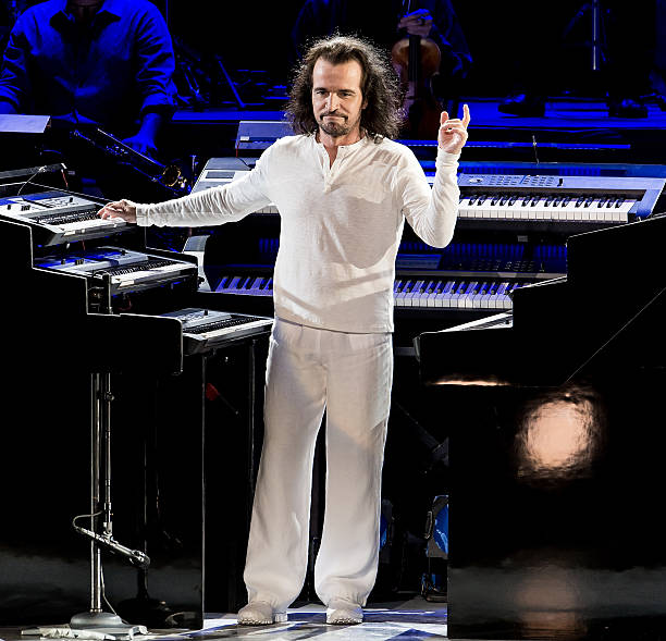 Yanni concert / Battery operated porch light