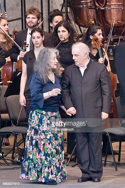 Pianist Martha Argerich Daniel Barenboim and the WestEastern Divan Orchestra perform live during a concert at the Waldbuehne on August 13 2016 in...