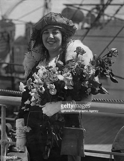 Pianist Victoria Boshko receives a bouquet as she leaves with Dutch Violinist Willem Mengelberg to board the Aquitania to tour Europe circa 1930