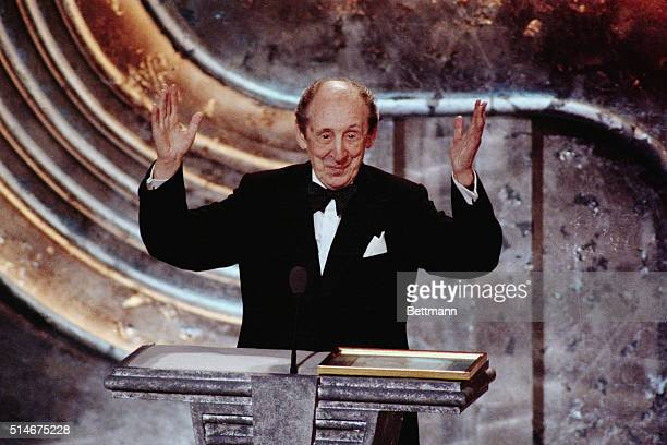 Pianist Vladimir Horowitz acknowledges the applause of the audience after he was honored at the 1988 Grammy Awards ceremony