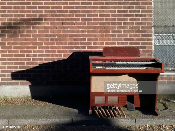 piano against brick wall during sunny day - borough of lewisham stock pictures, royalty-free photos & images