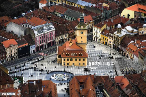 piata sfatului in brasov - transylvania stock pictures, royalty-free photos & images