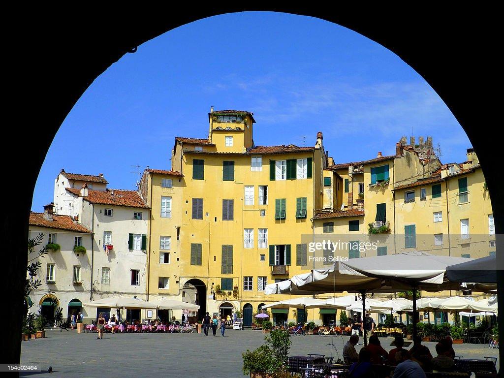 Piazza Anfiteatro, Lucca : Stockfoto