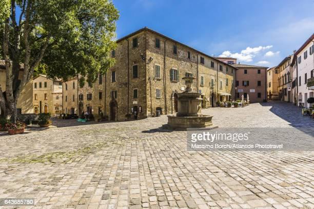 piazza (square) dante alighieri - cultura italiana foto e immagini stock