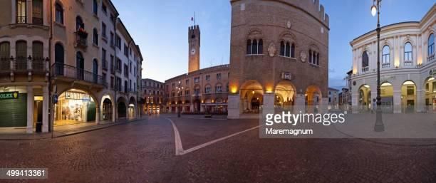 piazza (square) dei signori - トレヴィーゾ市 ストックフォトと画像