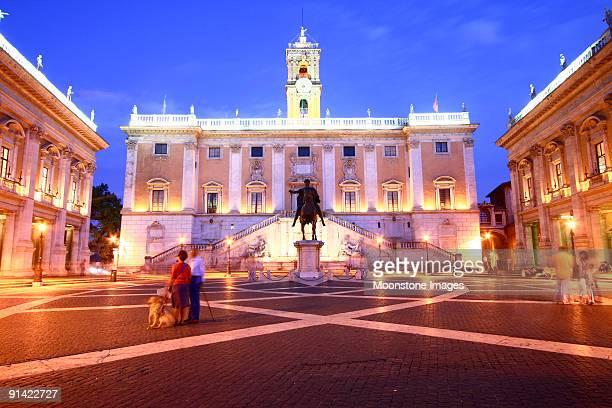 piazza del campidoglio di roma, italia - musei capitolini foto e immagini stock