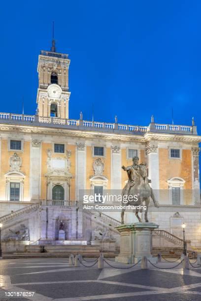 piazza del campidoglio, palazzo senatorio, capitoline hill, rome, lazio, italy, europe - alan copson stock pictures, royalty-free photos & images
