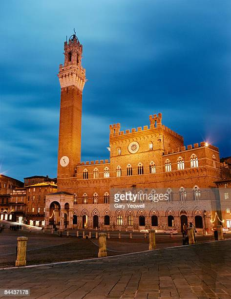 piazza del campo at dusk. - yeowell stock photos and pictures