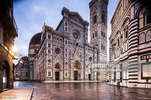 piazza del duomo and the duomo in florence. - florence italy ストックフォトと画像
