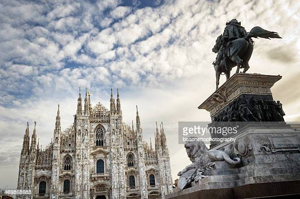 piazza del duomo, milano, italia - cattedrale foto e immagini stock