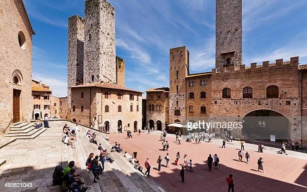 piazza del duomo - サンジミニャーノ ストックフォトと画像