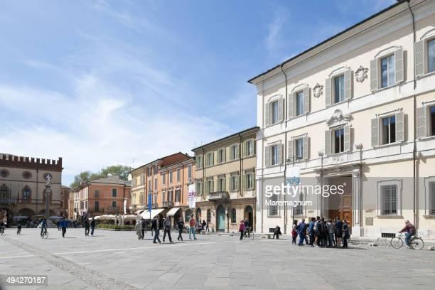 piazza (square) del popolo - ラヴェンナ ストックフォトと画像
