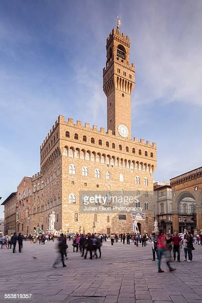 piazza della signoria and palazzo vecchio - シニョーリア広場 ストックフォトと画像