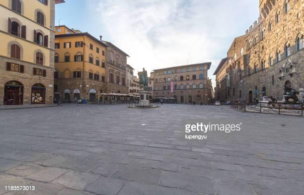 piazza della signoria at sunrise - cultura italiana foto e immagini stock