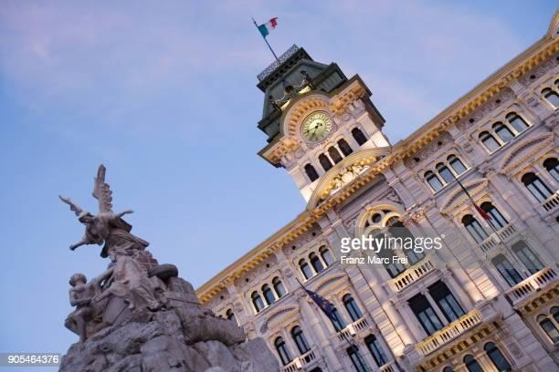 piazza dell'unita d'italia, trieste, venezia-giulia, italy - トリエステ ストックフォトと画像