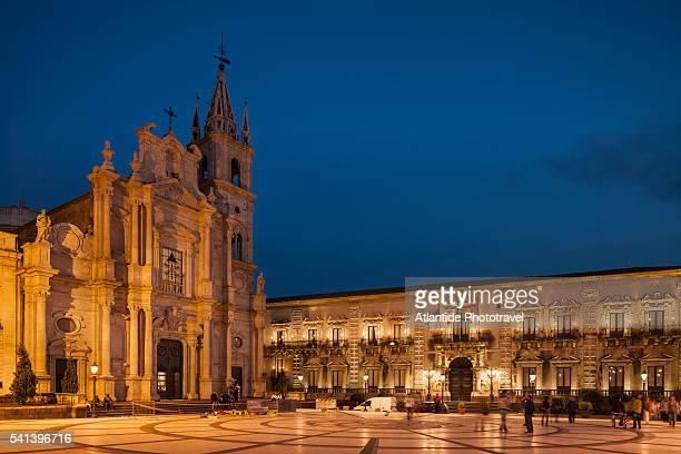 piazza (square) duomo - acireale stock-fotos und bilder