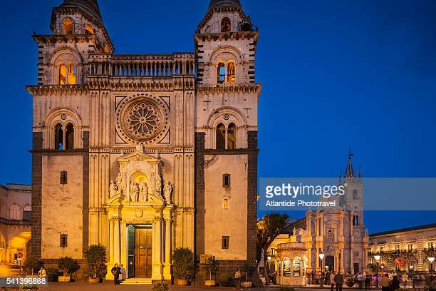 piazza (square) duomo, view of the cathedral - acireale stock-fotos und bilder