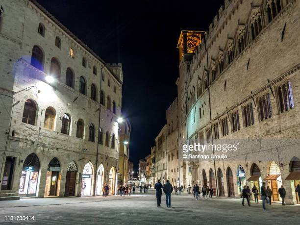 piazza iv novembre in perugia - perugia stock pictures, royalty-free photos & images