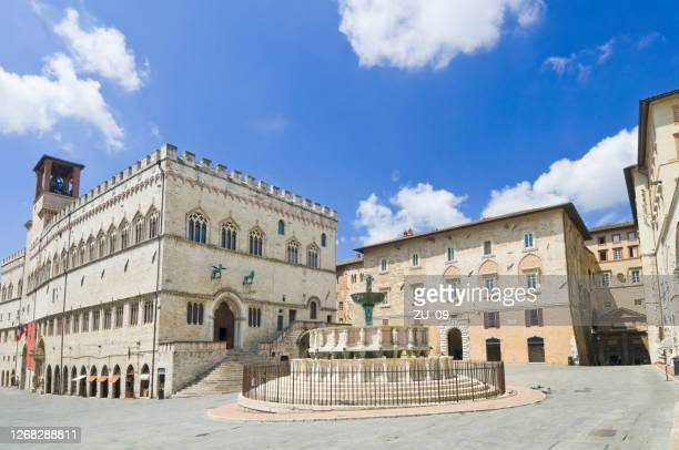 piazza iv novembre in perugia, umbria, italy - perugia stock pictures, royalty-free photos & images