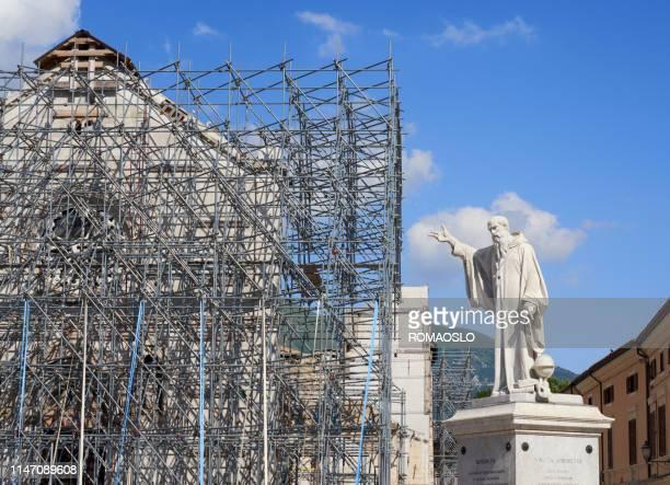 2016地震後のノルチャでのサン benedetto 広場、ウンブリアイタリア - ノルチャ ストックフォトと画像