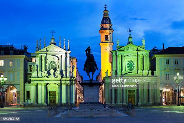 piazza san carlo as the floodlights come on at dusk, turin, piedmont, italy, europe - piazza san carlo stock photos and pictures