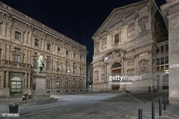 piazza san fedele in milano at night. - emreturanphoto stock pictures, royalty-free photos & images