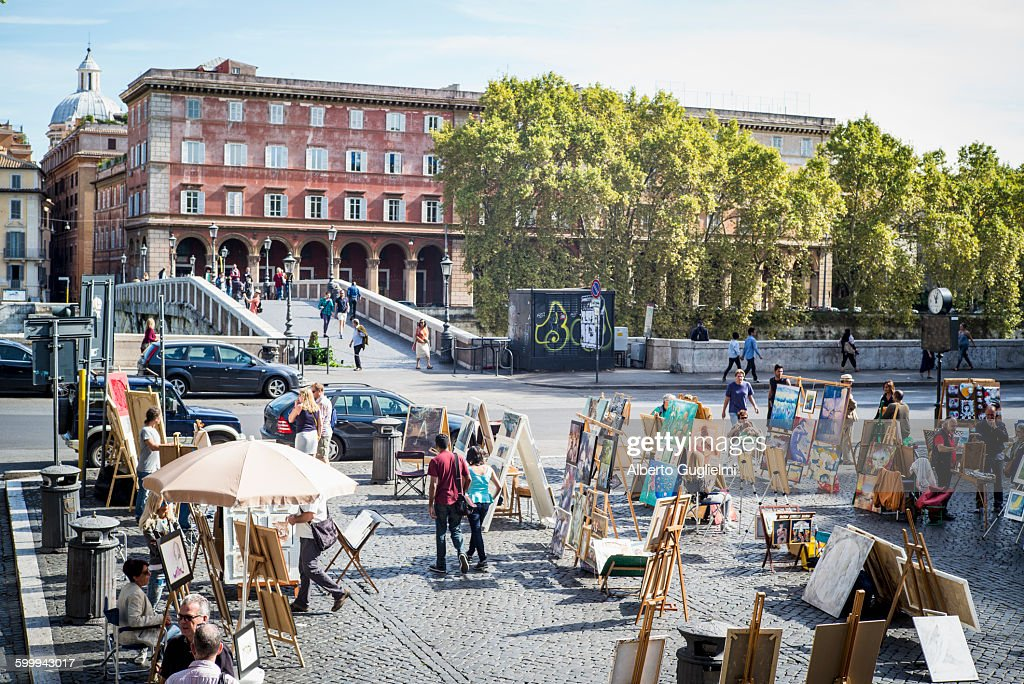 Piazza Trilussa, Ponte Sisto and Painters : Stock Photo