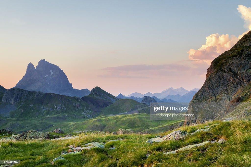 Pic du Midi d'Ossau au coucher du soleil : Stock Photo