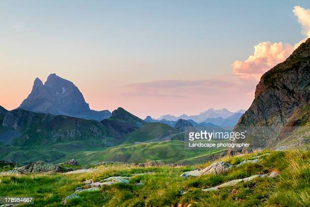 pic du midi d'ossau au coucher du soleil - aquitaine stock photos and pictures
