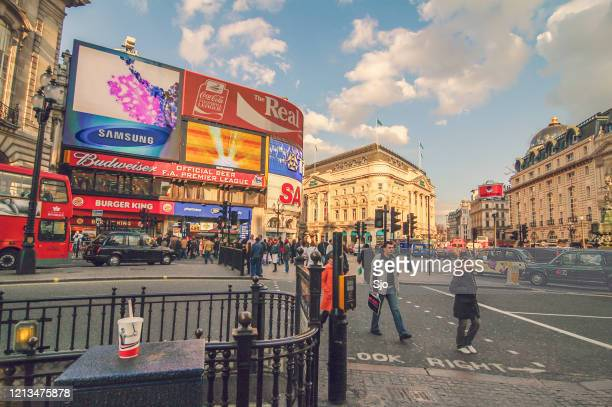 """picadilly circus in london uk during a beautiful autumn day - """"sjoerd van der wal"""" or """"sjo"""" stock pictures, royalty-free photos & images"""