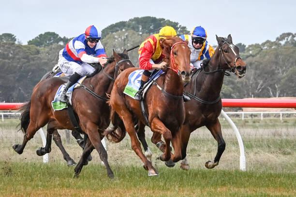 AUS: Edenhope races