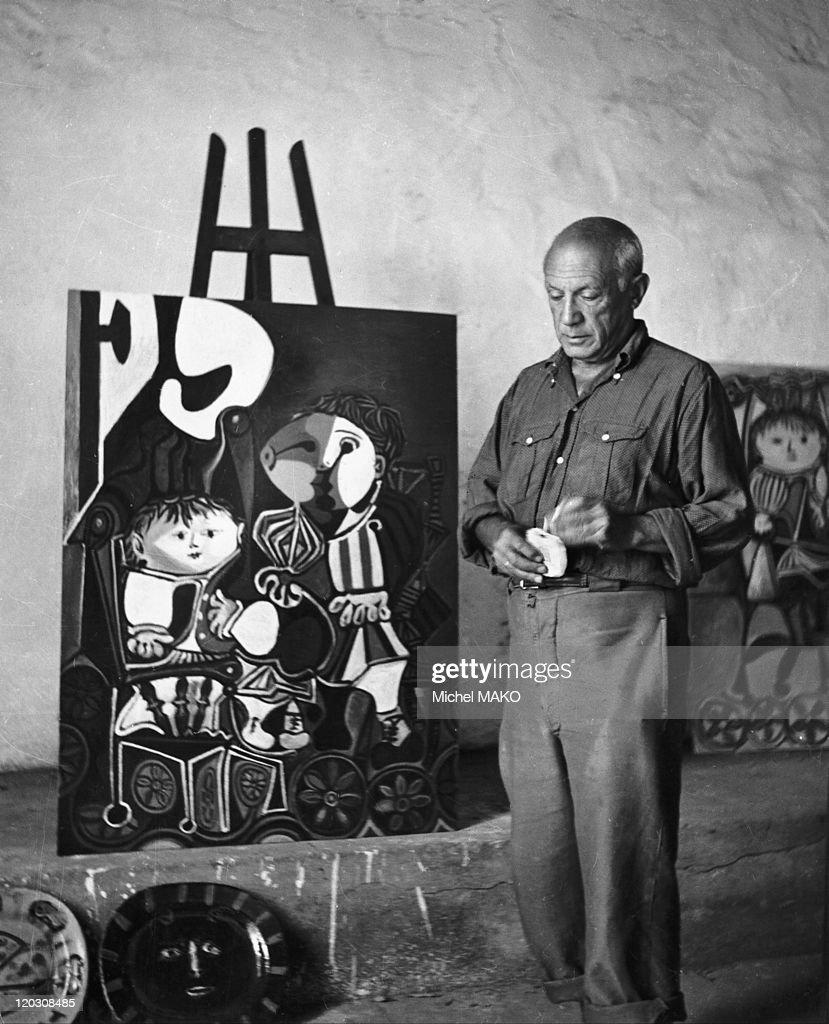 Pablo Picasso In His Studio : News Photo