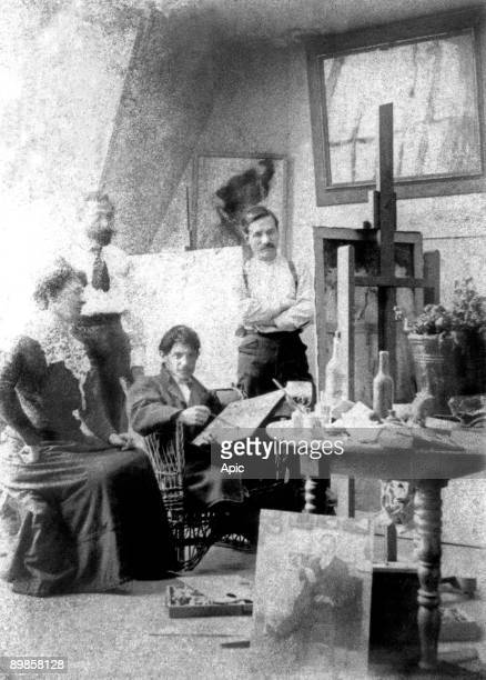 Picasso Manach Torres Fuentes and his wife in the workshop as Picasso held between June 1901 and January 1902 at 130 Boulevard de Clichy in Paris and...