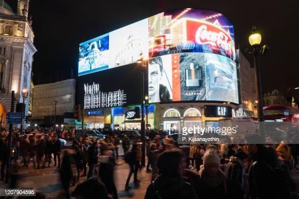piccadilly circus på natten - piccadilly bildbanksfoton och bilder