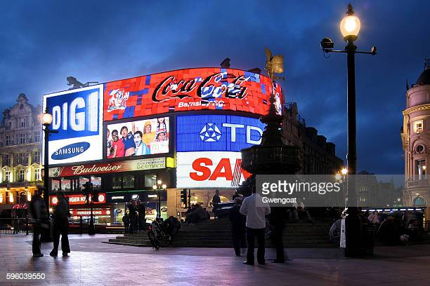 piccadilly circus at night - piccadilly stock pictures, royalty-free photos & images