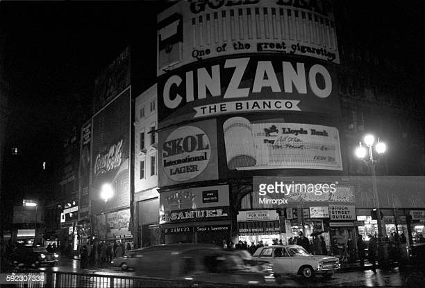 Piccadilly Circus is blacked out at 715 pm on Saturday 12 December 1970 due to power strike December 1970 7011708001