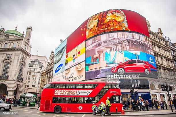 piccadilly circus, londres. - piccadilly circus imagens e fotografias de stock