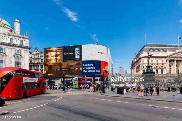 piccadilly circus on a bright sunny day, london, england, uk - piccadilly circus imagens e fotografias de stock