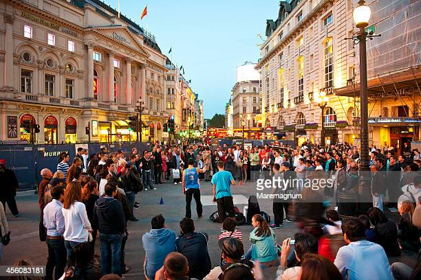 piccadilly circus - performance stock pictures, royalty-free photos & images