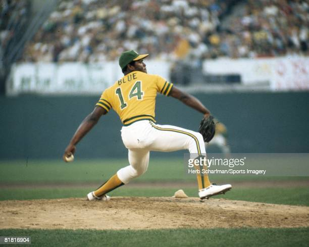 Picher Vida Blue of the Oakland Athletics pitches to the Los Angeles Dodgers during the 1974 World Series at the OaklandAlameda County Coliseum on...