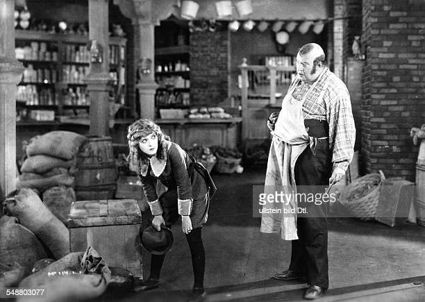 Pickford Mary Actress USA *08041893 Scene from the movie 'Little Lord Fauntleroy' Directed by Alfred E Green Jack Pickford USA 1921 Film Production...