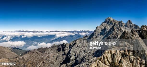 バック グラウンドで 4978 mts とシエラ デ ラ culata のピコ ボリバルまたはボリバルの写真 - メリダ ストックフォトと画像