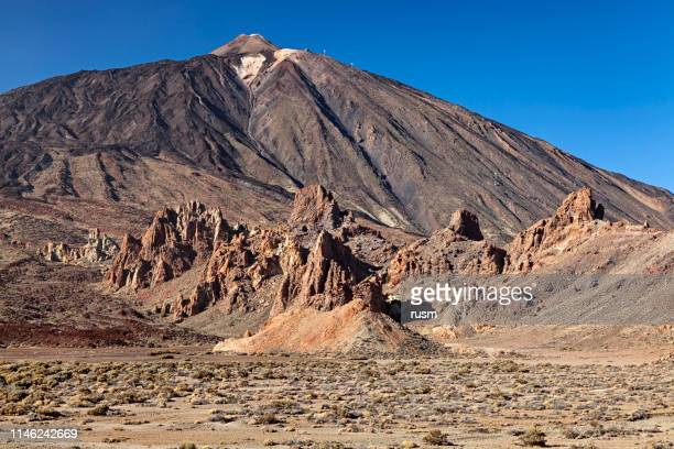 pico del teide and roques de garcia, tenerife, canary islands, spain - pico de teide stock pictures, royalty-free photos & images
