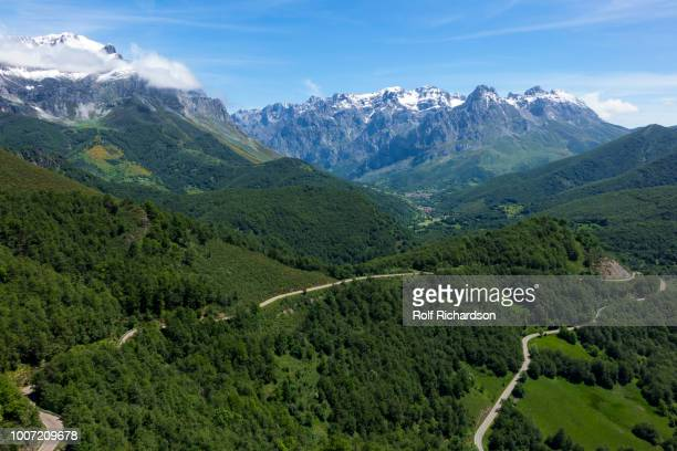 picos de europa and valdeon valley from puerto de panderrruedas, leon, spain, europe - レオン県 ストックフォトと画像