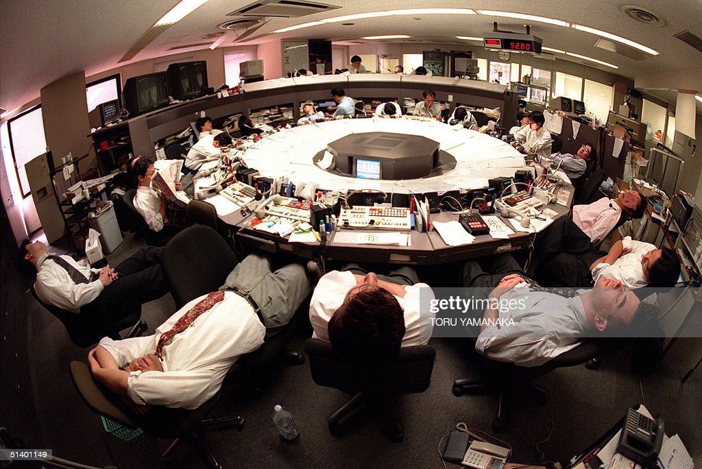 Picture dated 07 March 1995 shows exhausted dealer : News Photo