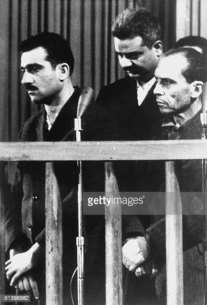 Picture dated 09 May 1965 shows Israeli spy Elie Cohen and two other unidentified codefendants during their trial in Damascus ten days before his...
