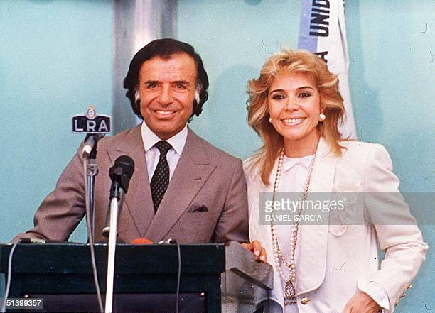 Picture dated 15 May 1989 showing then opposition presidential candidate President Carlos Menem and his wife Zulema Yoma at a press conference in La...
