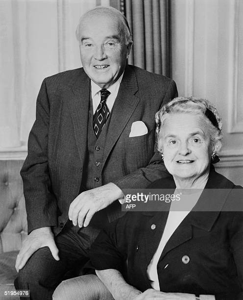 A picture dated 19 december 1971 in London of Canadian physician Charles H Best with his wife In 1921 Charles Best joined Frederick Banting at the...